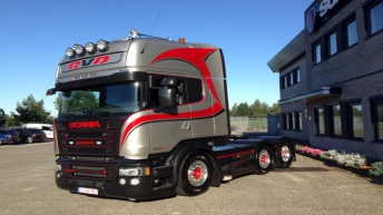 Scania R580 voor RVD Transport (B)