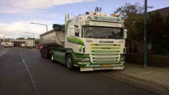 Scania R620 voor P. v/d Hoeven