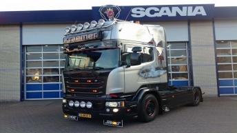 Scania V8 R580 Silver Griffin nr 88/100 Kraemer transport - Reuver