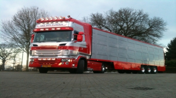 Scania R500 voor Van den Eijnden