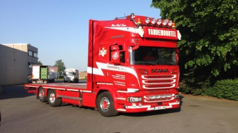 Scania R520 voor Vandemoortel (B)