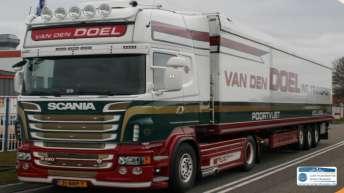 Scania R620 voor Van den Doel