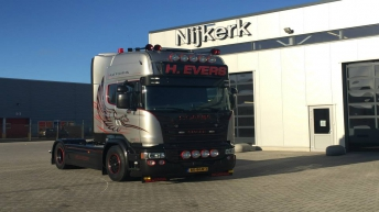 Scania V8 R580 Silver Griffin nr 44/100 - Henk Evers - Putten