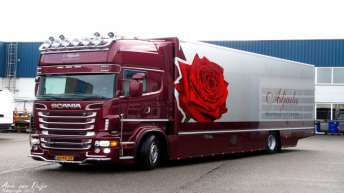 Scania R560 voor Aljada