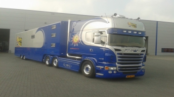 Scania R560 voor Stichting Happy Smile