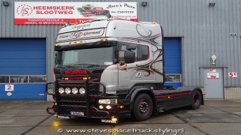 Scania V8 R580 Silver Griffin  010/100 - Trans Gernad (B)