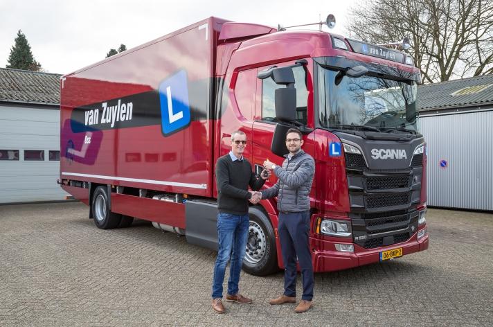 Scania R520 voor Rijschool Van Zuylen