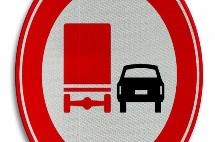 Vrachtwagens mogen weer inhalen tijdens de spits