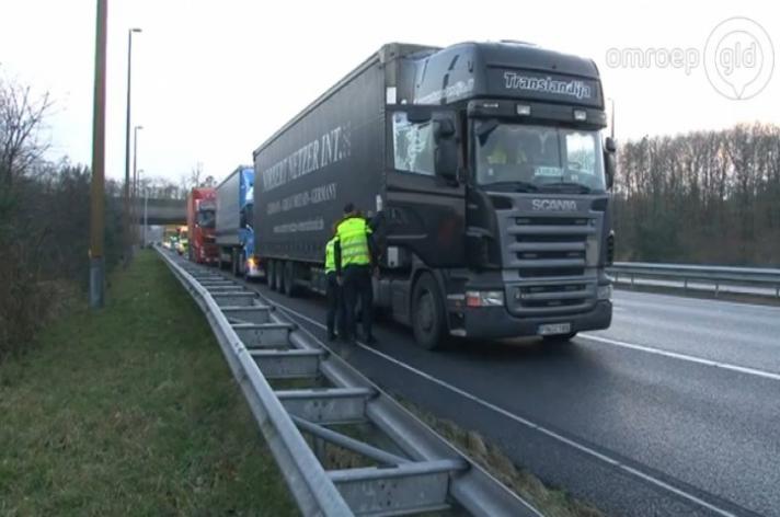 Drie vrachtwagens betrokken bij ongeval op de A50