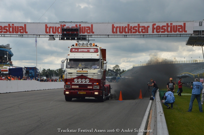 V8power aanwezig op het Truckstar Festival