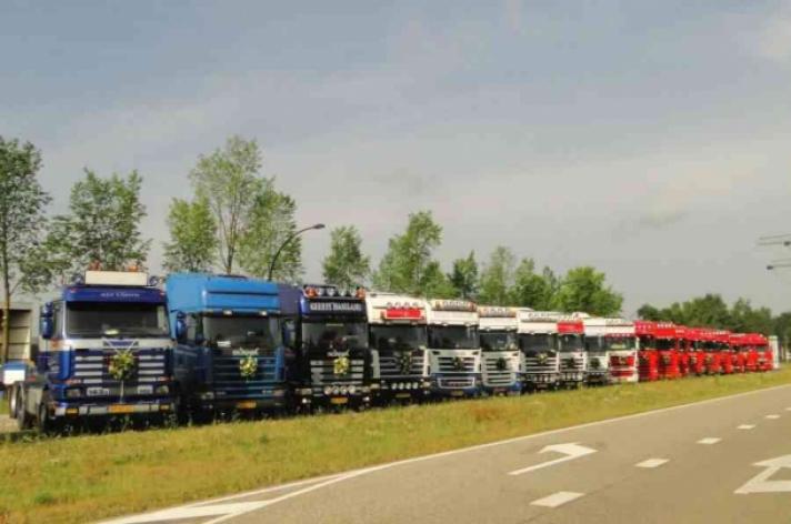 Landelijke Scania V8 dag 3 september te Hengelo