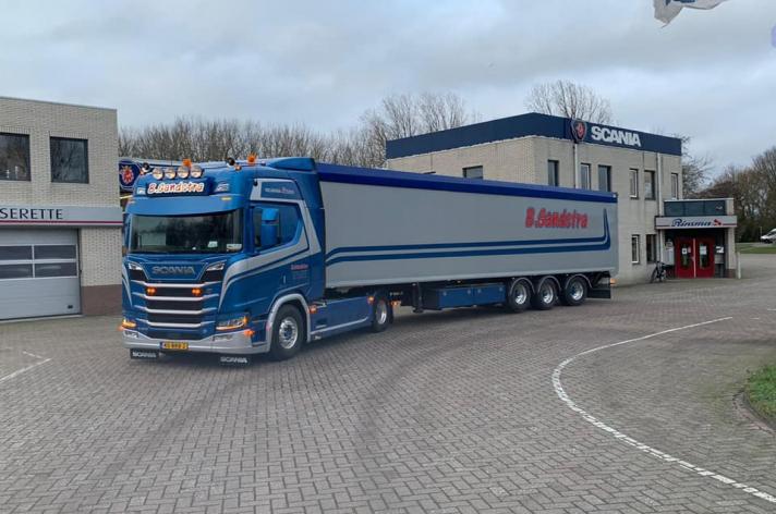 Scania R520 voor Fa Bouke Sandstra