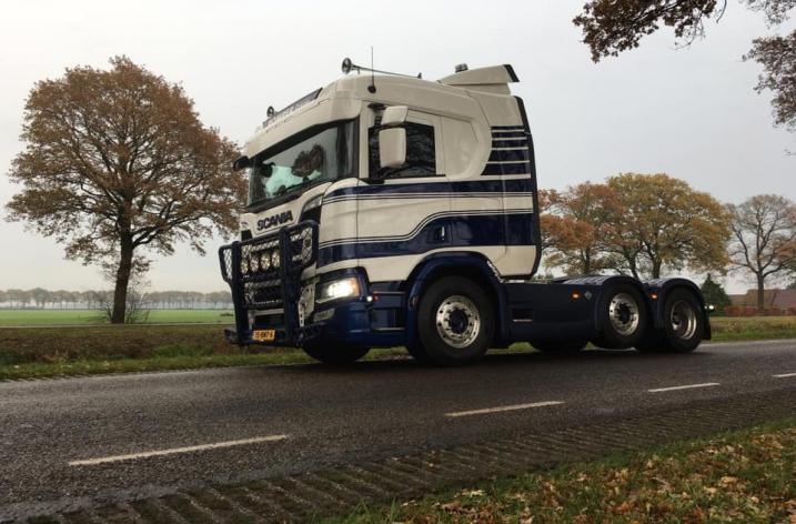 Scania R650 voor Loon- en grondverzetbedrijf Pomper