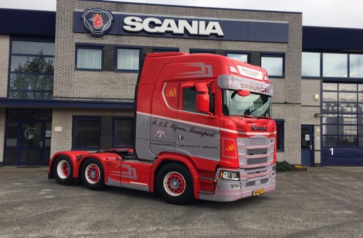 Scania S580 V8 voor Toon Rijvers Transport