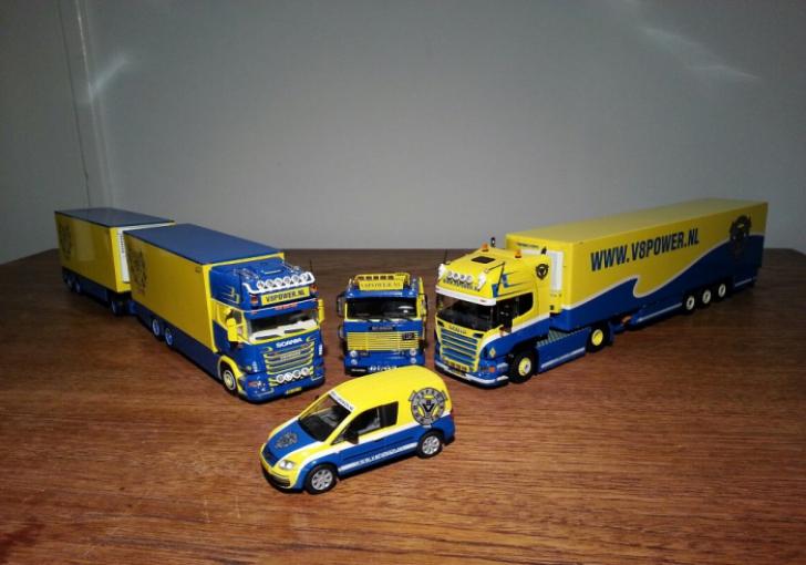 De eerder uitgebrachte modellen in V8power kleuren        Foto: Flemming Knudsen