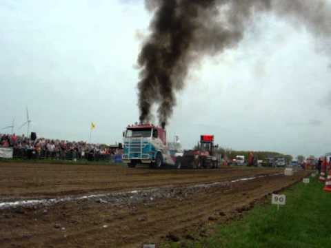 Truckpulling Team van Walsem Scania V8 Culemborg 2012 pull2